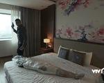Mê cung - Tập 3: Cô gái bị băng kín người chết trong khách sạn, Khánh phát hiện ra mùi xạ hương