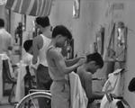 Cắt tóc vỉa hè - 'Đặc sản' còn lại từ những năm 80