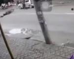 Clip: Mở cửa xe thiếu quan sát, tài xế gây tai nạn chết người