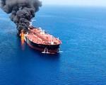 Mỹ công bố video cáo buộc Iran gỡ mìn chưa nổ khỏi tàu chở dầu bị tấn công