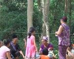 Nghệ An: Người dân kéo nhau lên rừng, ra suối trốn nắng nóng