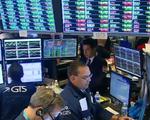Đồng USD yếu hơn hỗ trợ thị trường chứng khoán Mỹ trong năm 2020