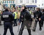 Xung đột giữa cảnh sát Pháp và người biểu tình 'Áo vàng' ngay sau lễ diễu binh