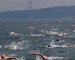 2.300 người thi bơi xuyên lục địa Á - Âu