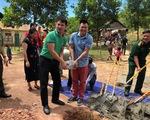 Nghệ sĩ Xuân Bắc và Tự Long tham gia lễ khởi công xây dựng điểm trường Pa Choong