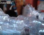 Indonesia đổi rác thải nhựa lấy vé xe bus