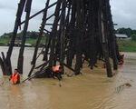 Cầu gỗ dài nhất của Thái Lan có nguy cơ sập do mưa lũ