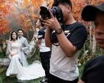 'Chán' chụp ảnh ngoại cảnh, giới trẻ Trung Quốc 'đổ xô' tới các studio chụp ảnh cưới