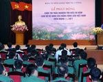 Nguyên Tổng Bí thư Lê Khả Phiêu nhận Huy hiệu 70 năm tuổi Đảng - ảnh 1