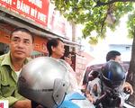 Lộn xộn, ùn tắc trước cổng bệnh viện Việt Đức - ảnh 1