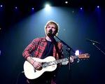 Ed Sheeran trở thành nghệ sĩ có doanh thu tour diễn cao nhất mọi thời đại
