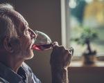 Người Mỹ cao tuổi ngày càng uống nhiều rượu