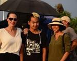 Con trai du học Hàn Quốc, Angelina Jolie tự hào