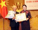Trao tặng Huy hiệu 60 năm tuổi Đảng cho đồng chí Lê Xuân Tùng - ảnh 1
