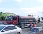 Khó xử lý xe chở vật liệu xây dựng quá tải