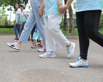 Lợi ích không ngờ của việc đi bộ đẩy lùi ung thư