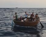 Cứu tàu cá với 41 ngư dân gặp nạn ở Trường Sa