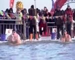 Bơi ở Nam Cực để nâng cao nhận thức về biến đổi khí hậu - ảnh 1