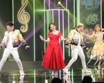 """NSƯT Kim Tử Long """"đứng hình"""" khi vợ bất ngờ xuất hiện trên sân khấu Ca sĩ ẩn danh"""