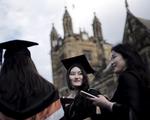 Australia dừng kế hoạch tiếp nhận sinh viên nước ngoài