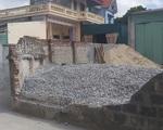 Tường bao nhà dân đổ đè một nữ sinh lớp 6 tử vong