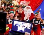 Ông già Noel làm sứ mệnh phát quà... online