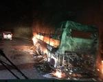 6 người thoát chết khi xe giường nằm bốc cháy