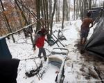 Hàng nghìn người di cư 'không điện, không nước, không chỗ ngủ' trong giá rét ở Bosnia