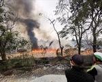 Hà Nội: Cháy lớn tại bãi phế liệu dưới chân cầu Thanh Trì