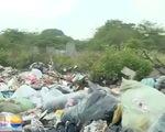 Những bãi rác tự phát bao vây nghĩa trang