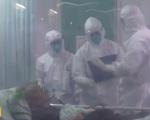 Những chiến sĩ mặc áo blouse trắng ở tuyến đầu chống dịch nCoV