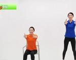 Người cao tuổi tại Nhật Bản tập thể dục qua YouTube phòng chống COVID-19