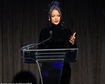 Rihanna ủng hộ 5 triệu USD cho những nhân viên y tế ở tuyến đầu trong cuộc chiến chống COVID-19