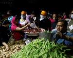 Nhiều khu chợ ở Ấn Độ vẫn hoạt động bất chấp lệnh phong tỏa
