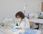 Các hãng thời trang cao cấp sản xuất khẩu trang, dung dịch rửa tay chống COVID-19