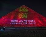 Ai Cập thắp sáng kim tự tháp Giza kêu gọi người dân ở nhà