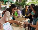 Thái Lan phát khẩu trang vải miễn phí cho người dân Bangkok phòng chống COVID-19