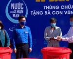 Tặng hàng trăm thùng chứa nước cho người dân vùng hạn mặn Cà Mau