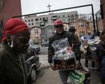 Số người xin trợ cấp thất nghiệp ở Mỹ tăng vọt lên 36,5 triệu người - ảnh 1