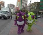Bolivia: Virus SARS-CoV-2 khổng lồ 'diễu phố'