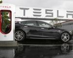 Bức xúc vì lệnh phong toả, Tesla kiện bang California