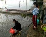 Biến tướng phóng sinh: Chích điện, đuổi theo ra giữa sông, cả tá người trực chờ bắt lại bán kiếm lời