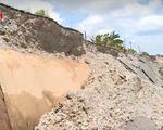 Cà Mau: Người dân chơi trò sinh tử, băng qua đoạn sụt lún mỗi ngày
