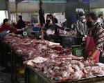 Khi nào người dân được ăn thịt lợn giá rẻ?