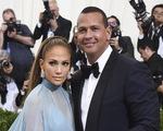 Hoãn đám cưới vì COVID-19, Jennifer Lopez thất vọng