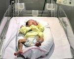Cứu sống trẻ sơ sinh cực non tháng, mắc bệnh lý hoại tử dạ dày hiếm gặp