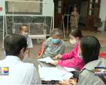 Thành phố Hồ Chí Minh trao tiền hỗ trợ người dân ảnh hưởng dịch Covid-19