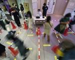Nhật Bản đối mặt nguy cơ tái bùng phát dịch COVID-19 cao nhất