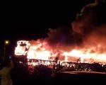 Hà Nội: Xe khách bốc cháy dữ dội ở Vành đai 3 trên cao