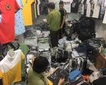 Hàng hiệu Burberry, Louis Vuitton, Gucci... 'fake' tràn ngập chợ Ninh Hiệp